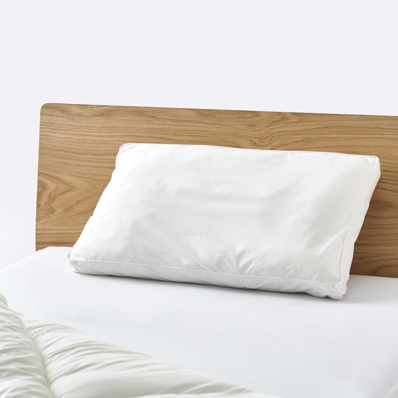 オーダーメイド枕ギフトをベッドに置いた時
