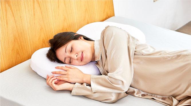 ワイドサイズでゆったりした安定感寝ている間の動きをサポート